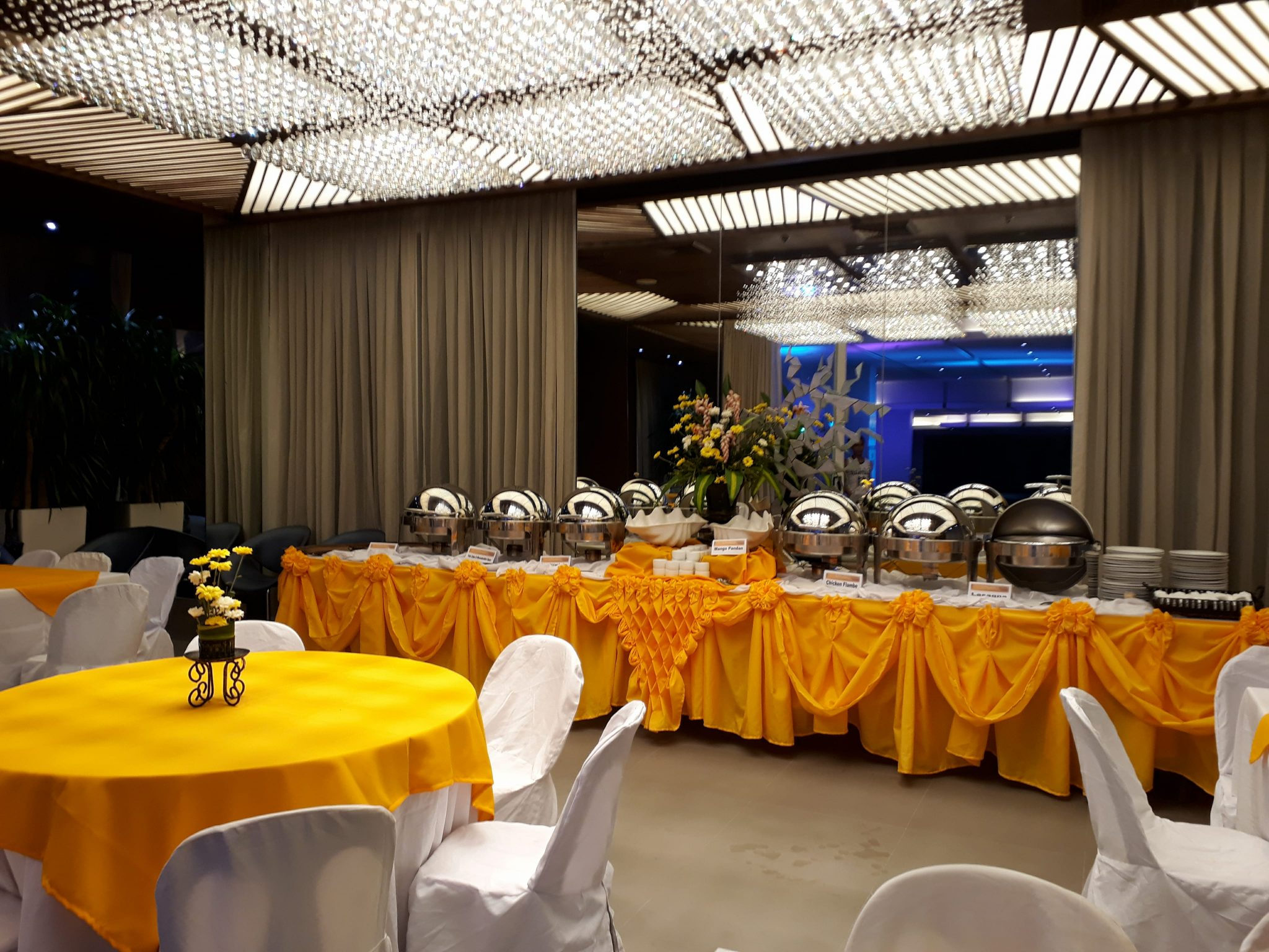 FMC Catering Services yellow-gold-setup